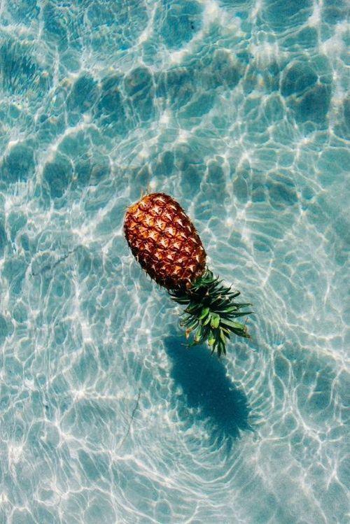 Imagen de una piña en verano