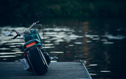 Moto Chopper en el rio