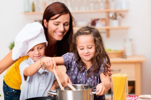 fotos de madres cocinando