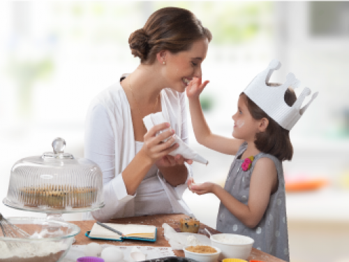 imagen de madre cocinando