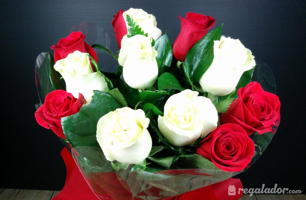 Rosas blancas y rojo