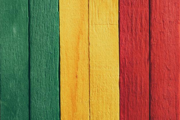 Madera con los colores Verde amarillo y rojo
