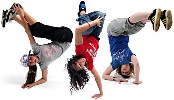 Amigos bailando Hip Hop