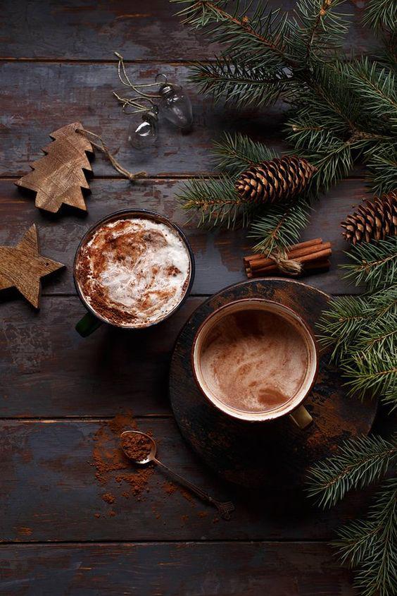 taza de chocolate navideña