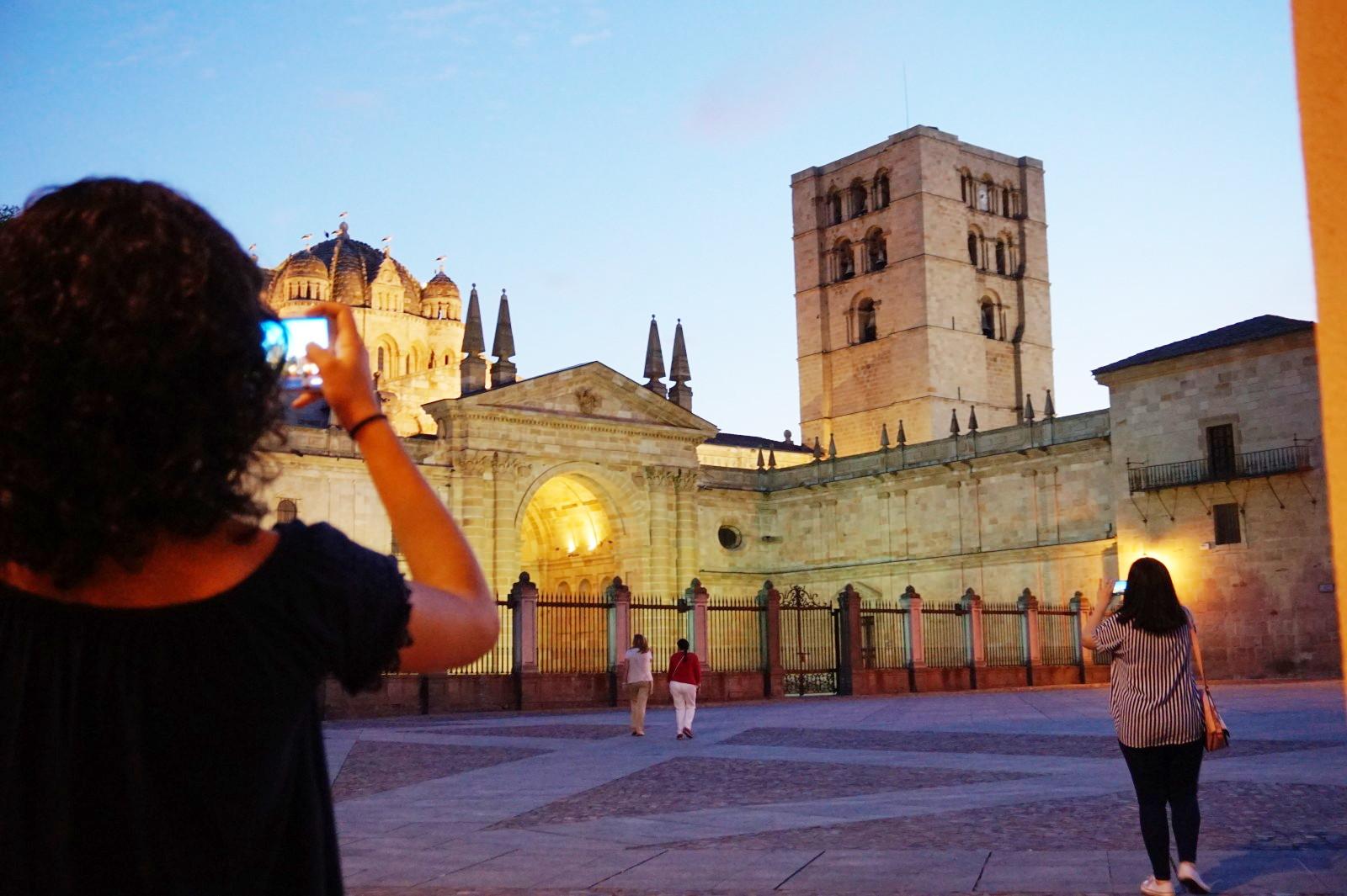 Pasea por la catedral